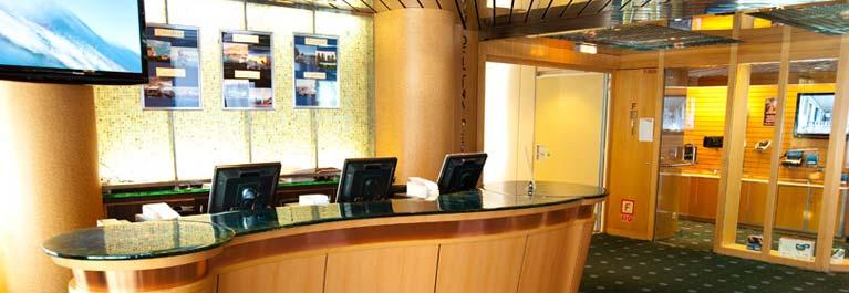 Pullmantur Horizon Excusions Centre.jpg