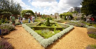 Tudor House and Garden 1.jpg